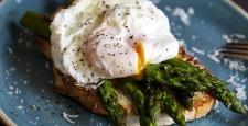 Яйцо-пашот. Три рецепта простого завтрака