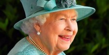 Какими косметическими средствами пользуется королева Елизавета II?