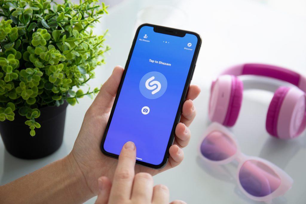 Топ-10 самых популярных песен по версии Shazam