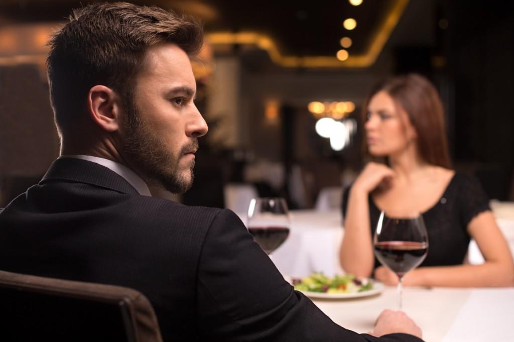 Красив, но опасен: 30 признаков, что ваш партнер – перверзный нарцисс