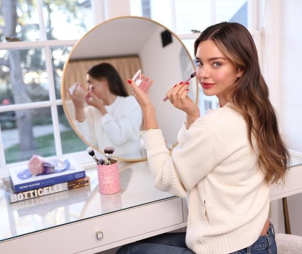 Миранда Керр представила бьюти-новинки весеннего макияжа
