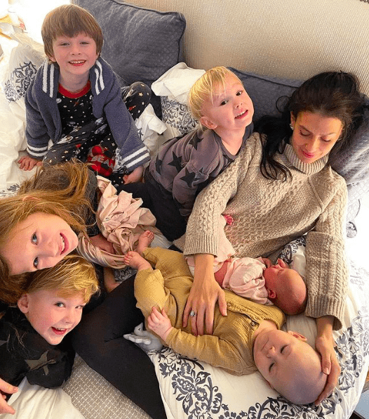Звездные дети: знаменитости, ставшие родителями в 2021 году