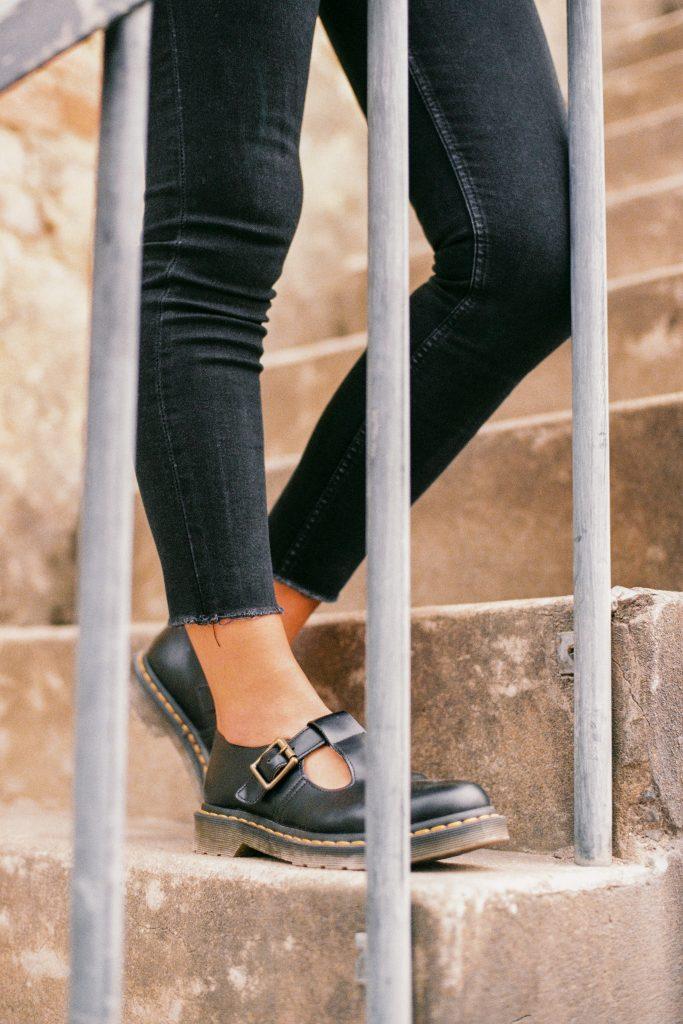 Как подобрать летнюю обувь тем, у кого отекают ноги?