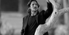 Стало известно, кто исполнит роль Эдгара Аллана По в новом детективе от Netflix