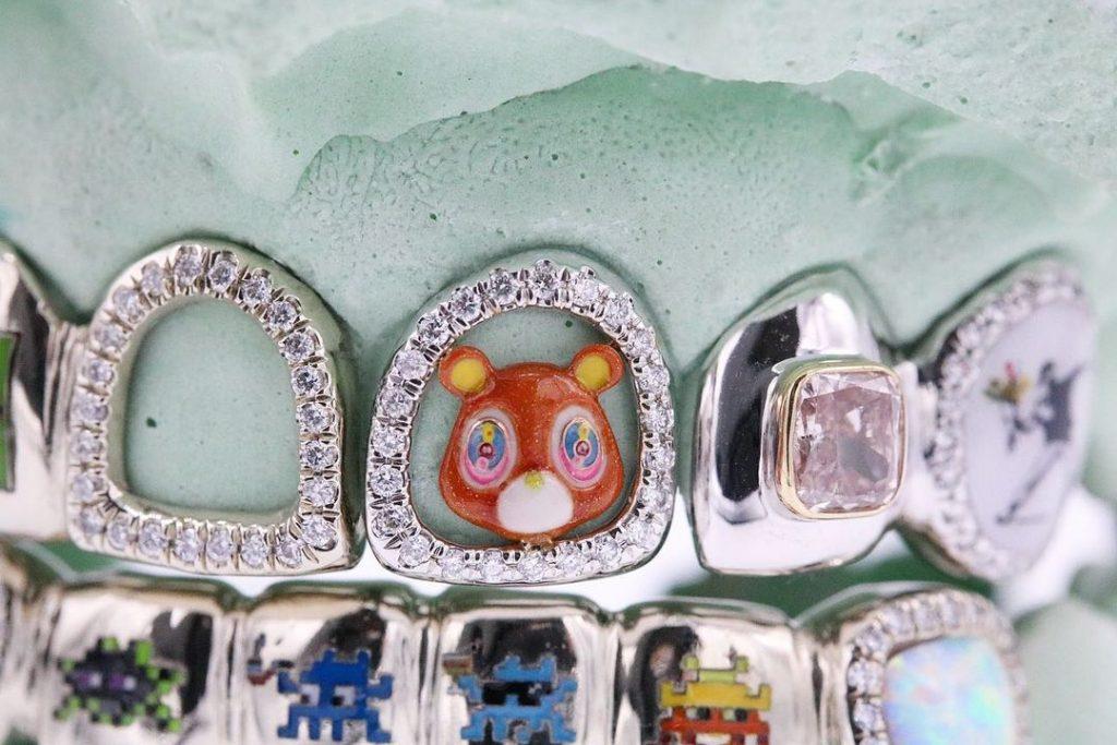 Грилзы в стиле поп- и стрит-арт выпустил бренд Gabby Elan Jewelry