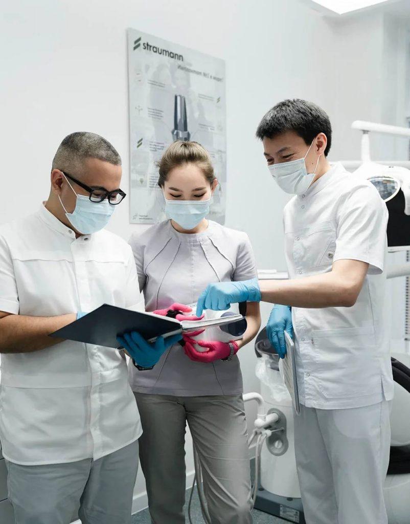 Откровения врача Dental Esthetic: Ильяс Аринов рассказывает об имплантации зубов