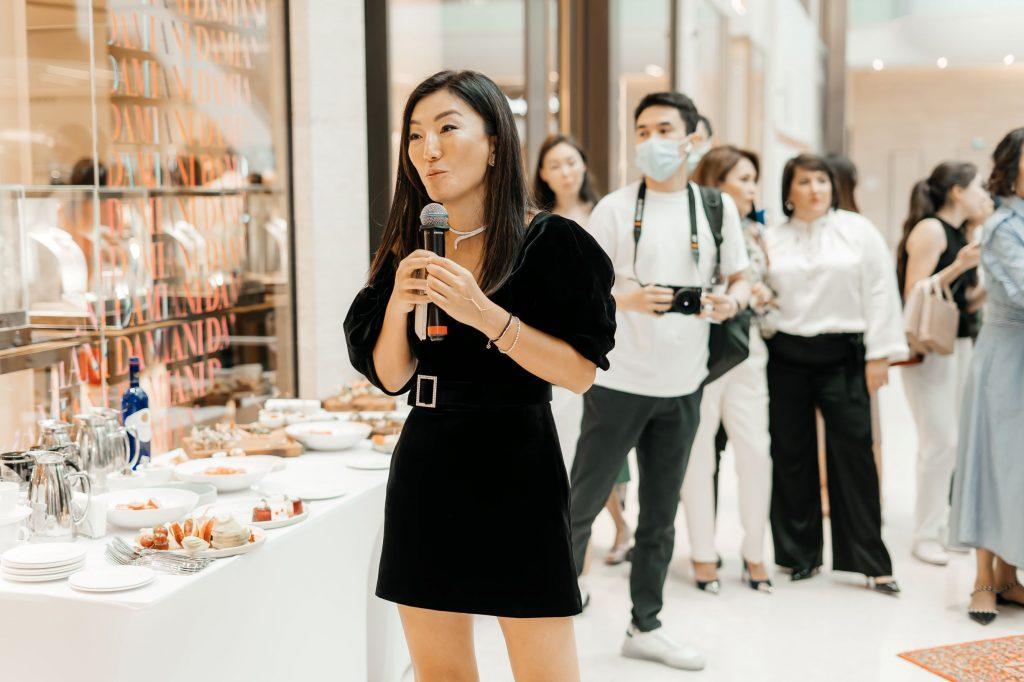 Made with champagne:  Показ коллекции «ZARDOZI X MUKHINS» в Нур-Султане