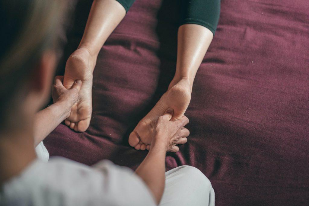 Массаж ног: оргазм без проникновения