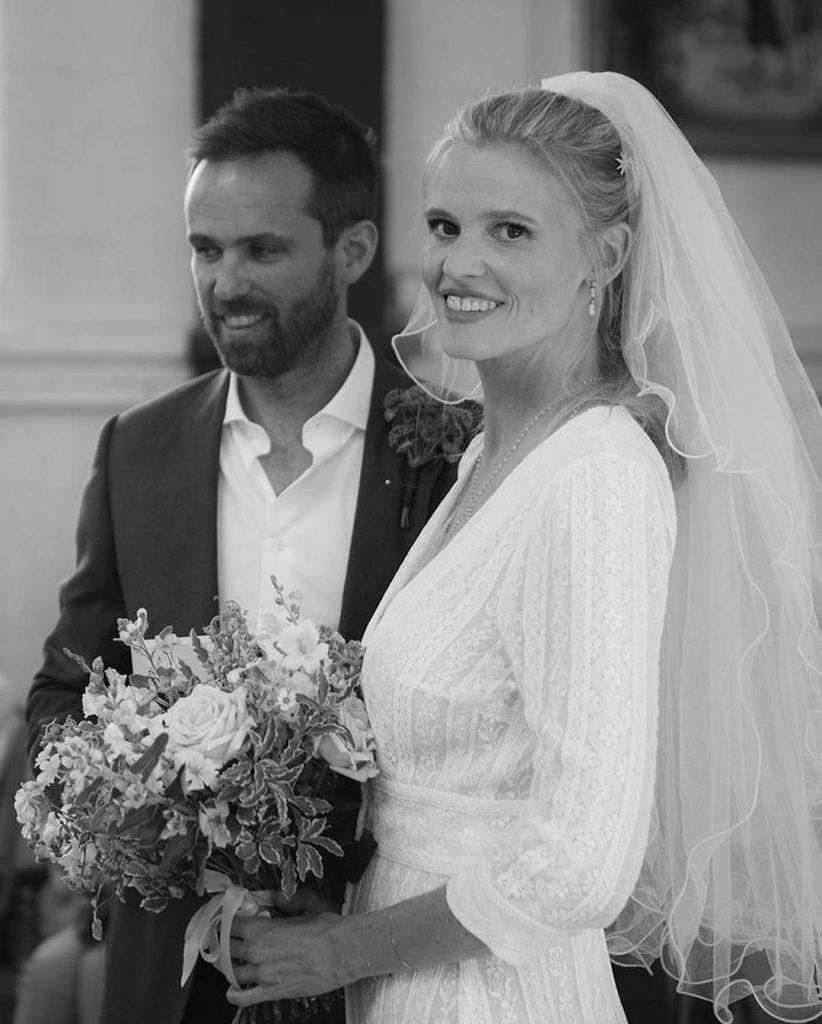 Лара Стоун вышла замуж