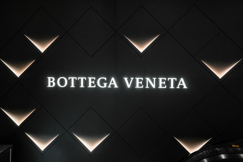 Bottega Veneta выпустили новые резиновые полусапоги