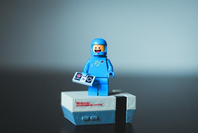 """Долой гендерные стереотипы: Lego больше не будет выпускать игрушки """"для мальчиков"""" и """"для девочек"""""""