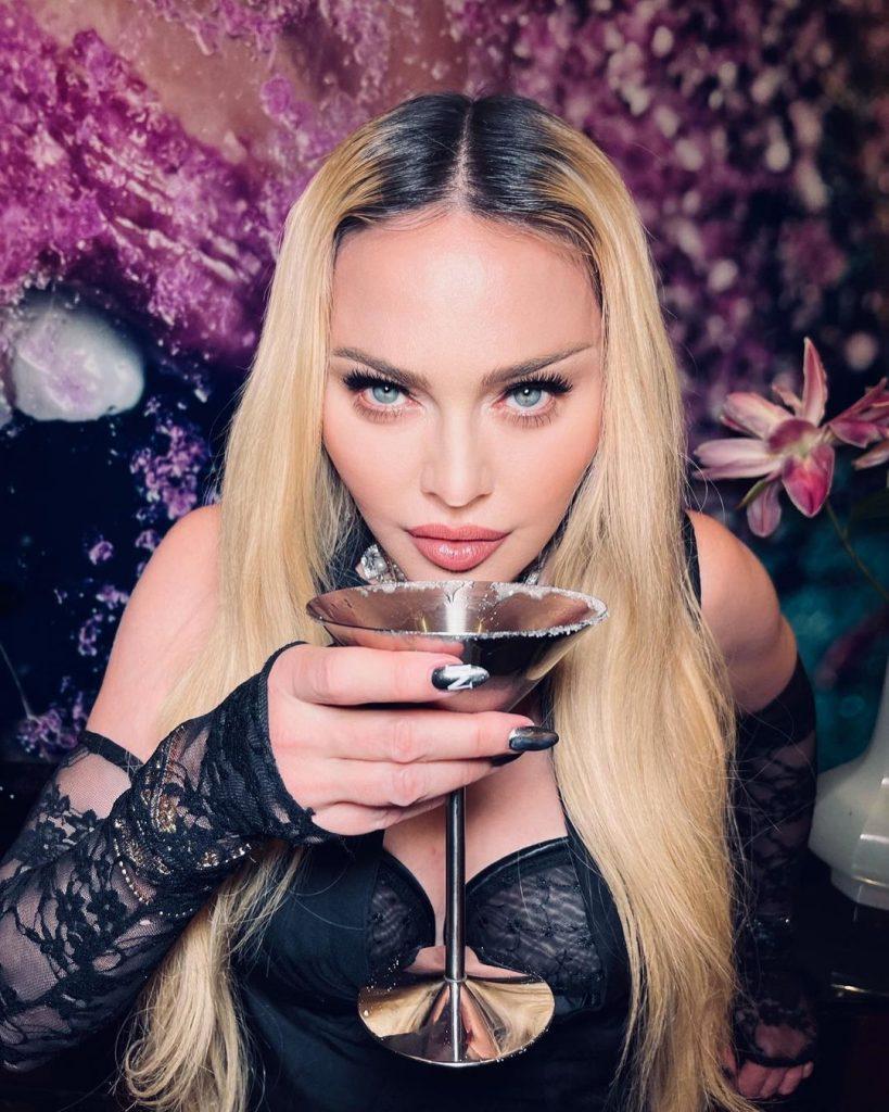 Ожидание vs Реальность: поклонники не узнали располневшую Мадонну. Видео!